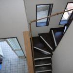 手すり付の階段
