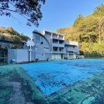 山林に囲まれた3階建て大型住宅 バスケ、テニスコート付き、別荘、民泊、保養所、シェアハウスなどに最適